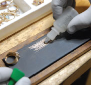 GoldFellow Tests gold to determine karat using a variety of methods